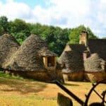Visiter La Vallée de la Vézère les cabanes du breuil
