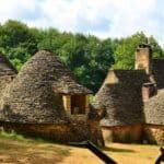 isiter la Vallee de la Vézère en Dordogne : Les cabanes du Breuil