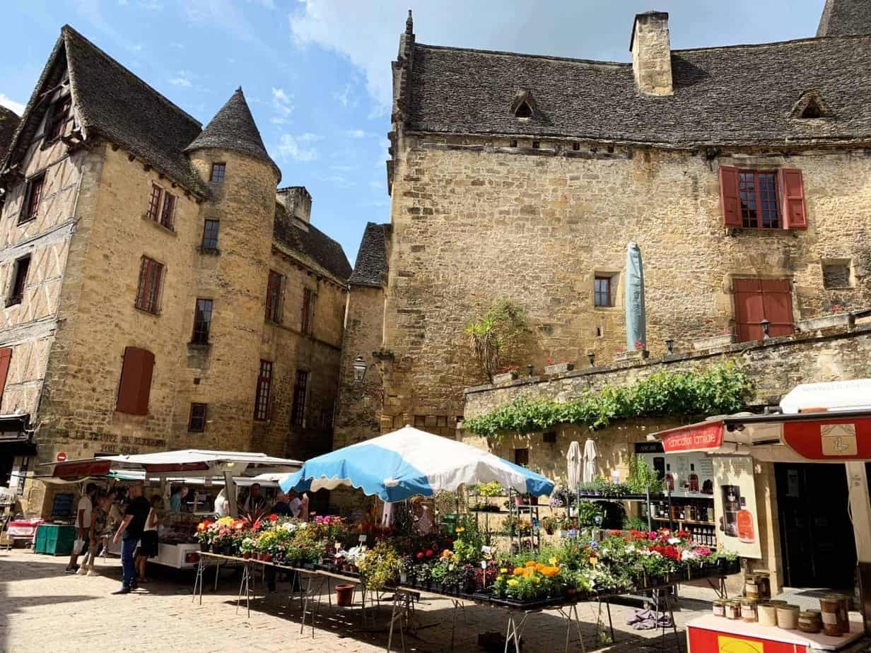 Sarlat en Dordogne : le marché de Sarlat